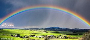 http://www.dailymail.co.uk/health/article-2567022/Seeing-rainbows-Its-time-eyes-checked.html